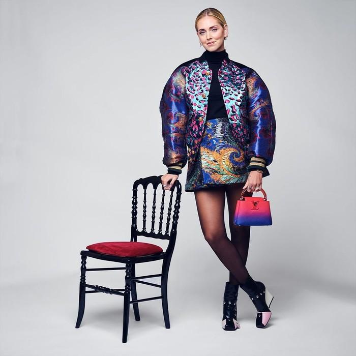Menghadiri fashion show Louis Vuitton, Chiara Ferragni memakai busana playful dan sporty lansiran label tersebut. Foto: Instagram Louis Vuitton