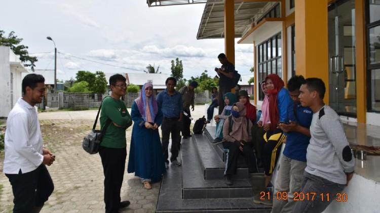 Cut Putri Kunjungi Pendataan Nisan di Gampong Pande