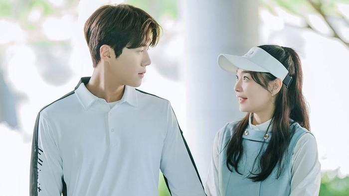 Menuju Ending, Ini 5 Momen Romantis Kim Seon Ho dan Shin Min Ah di Hometown Cha Cha Cha