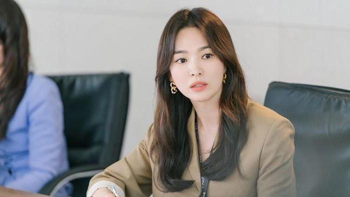Song Hye Kyo Menjadi Fashion Icon di Drama Terbaru Now, We Are Breaking Up
