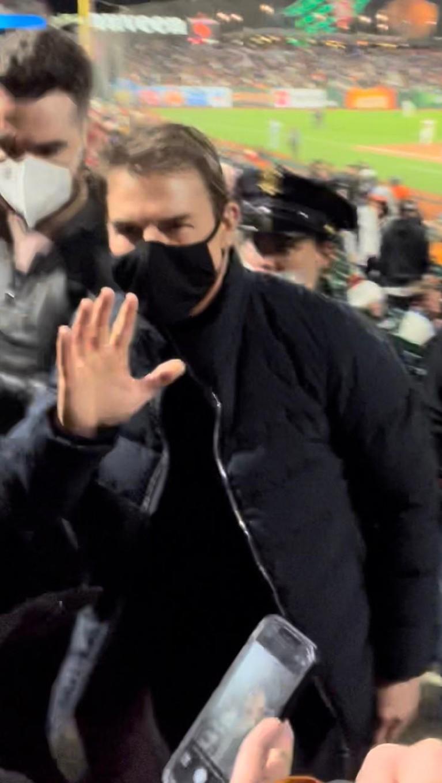 Kehadiran Tom Cruise di Game 2 of The National League Division Series di San Fransisco jadi sorotan karena penampilannya. Yuk intip!