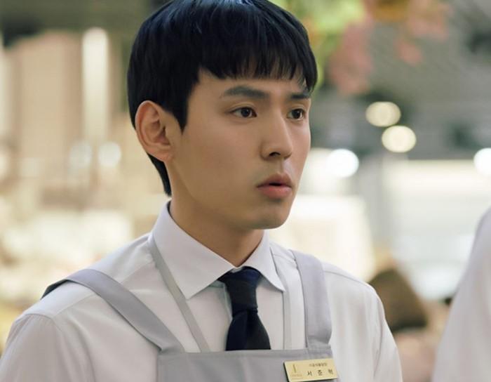 Di drama terbaru, Lost yang dibintangi oleh Ryoo Joon-Yeol yang juga tayang tahun ini, Kang Hyung-suk berperan sebagai Seo Joon-Hyuk. Drama Lost tayang di JTBC sejak September lalu. /Foto: en.kepoper.com