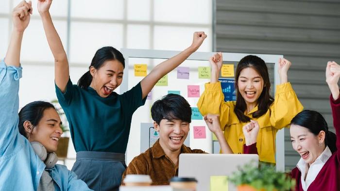 Karyawan di 10 Perusahaan Ini Hidupnya Bahagia dan Sejahtera Banget! Bikin Iri Sih, yuk Cek Daftarnya!