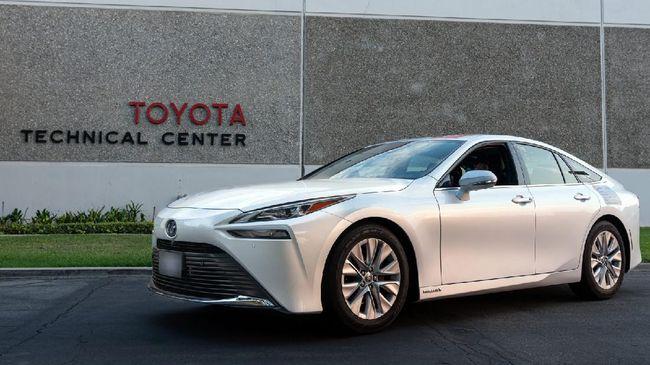 Mobil hidrogen Toyota Mirai mencetak rekor perjalanan 1.360 km menggunakan satu tangki hidrogen 5,65 kg, lebih jauh dari kebanyakan mobil listrik.