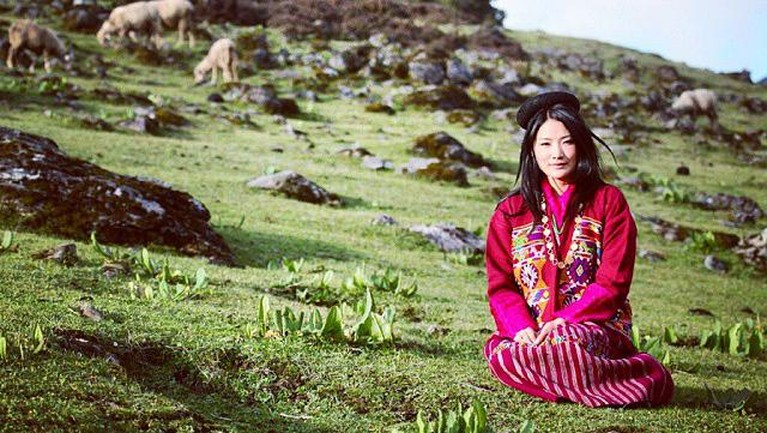 Ratu Jetsun yang dipersunting Raja Bhutan pada tahun 2013 memiliki paras yang cantik. Yuk kita intip potretnya!