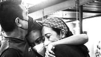 <p>Ayah Eva Celia, yakni musisi Indara Lesmana, memutuskan untuk menikah lagi dengan Hanny Trihandojo pada 1999 setelah bercerai dari Sophia Latjuba, Bunda.(Foto: Instagram @indralesmana)</p>
