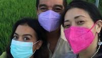 <p>Indra Lesmana sendiri kerap bagikan potret keakraban putri dan istrinya di media sosial. (Foto: Instagram @indralesmana)</p>