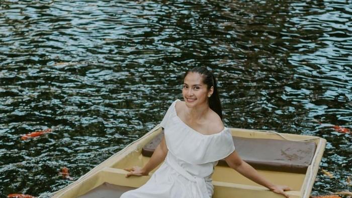 8 Transformasi Gaya Maudy Koesnaedi, dari Era 90an Sampai Sekarang! Elegan Banget dan Awet Muda