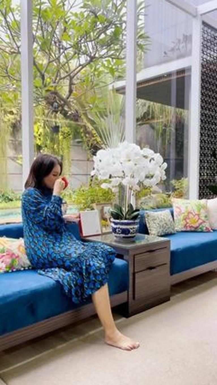 Rossa membuat rumah mewah baru untuk kedua orangtuanya ditaksir seharga Rp20 miliar. Yuk intip sudut rumah baru Rossa!