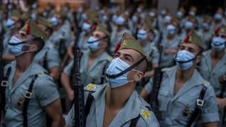 FOTO: Parade Militer Bermasker Rayakan Hari Nasional Spanyol