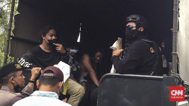 Kabid Humas Polda Banten mengatakan Propam akan memeriksa polisi yang membanting keras mahasiswa demonstran di Kabupaten Tangerang.