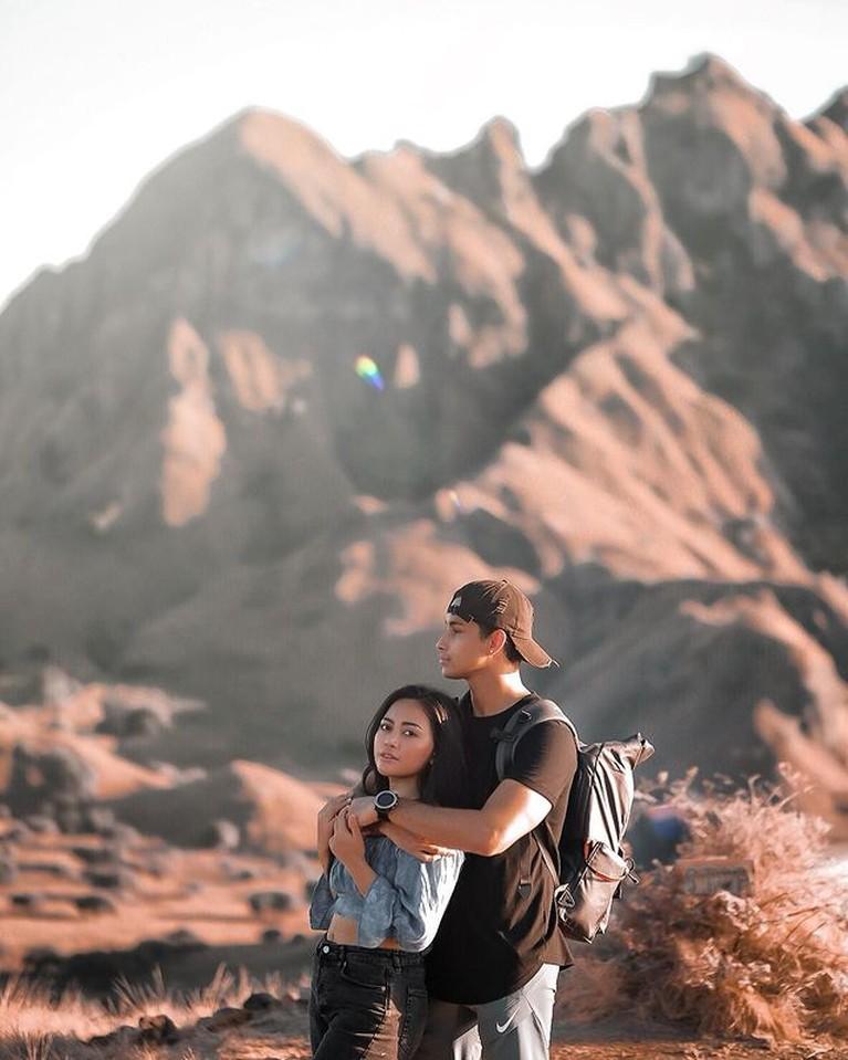 Rachel Vennya dan Salim Nauderer sedang jadi sorotan publik usai dikabarkan kabur dan sekamar saat karantina. Yuk intip!