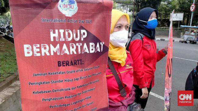 Ratusan kelas pekerja melakukan aksi memperingati organisasi buruh sedunia, serta setahun omnibus law UU Ciptaker di sejumlah wilayah di Indonesia.