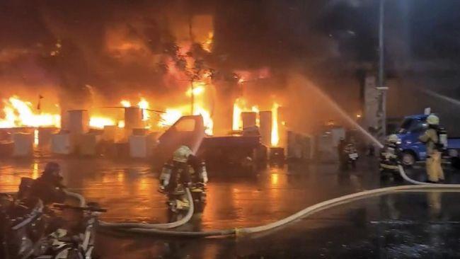 Setidaknya 46 orang tewas dan sedikitnya 41 orang mengalami luka-luka akibat kebakaran yang melanda sebuah gedung di Kota Kaohsiung, Taiwan.