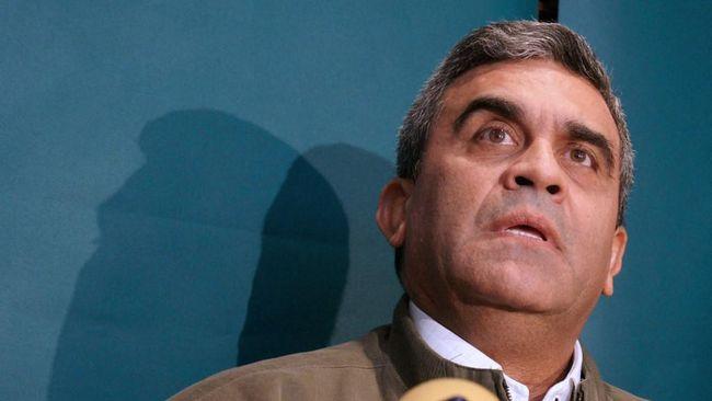 Mantan Menhan Venezuela, Raul Baduel, meninggal akibat terpapar Covid-19. Sebelum meninggal, ia masih menjadi tahanan politik karena memihak oposisi.
