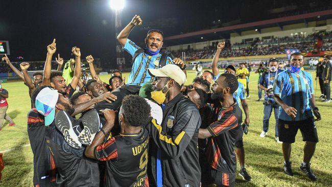 Pelatih sepak bola putra Papua Eduard Ivakdalam membeberkan tiga kunci sukses timnya juara cabor sepak bola PON Papua 2021.