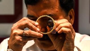 FOTO: Ramai Warga India Jual Perhiasan di Tengah Pandemi