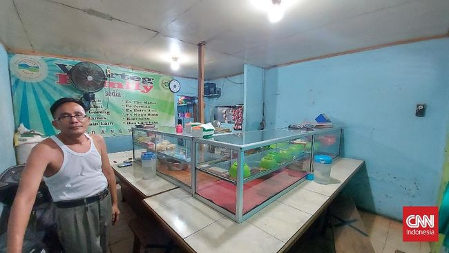 Menu makan di warteg milik Takuri di Matraman Jakarta Timur itu langsung ludes hanya setengah jam setelah kunjungan Anies Baswedan.