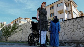 FOTO: Rumeysa Gelgi, Perempuan Tertinggi di Dunia