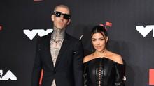 Kourtney Kardashian dan Travis Barker Bertunangan kala Senja