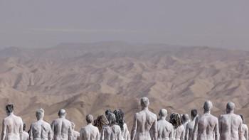 FOTO: 300 Orang Gelar Aksi Telanjang di Gurun Israel