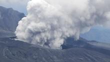 Gunung Aso di Kyushu Jepang Erupsi, Kolom Abu 3.500 Meter