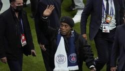 Reuni Kecil nan Hangat Messi Ketemu Pak Guru Ronaldinho