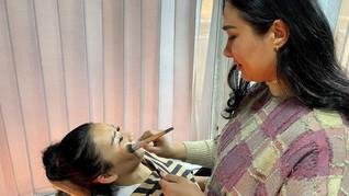 Salon 'Penentang' Taliban demi 'Kewarasan' Wanita Kabul