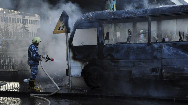 FOTO: Penampakan Bus Tentara Suriah Hangus Dibom