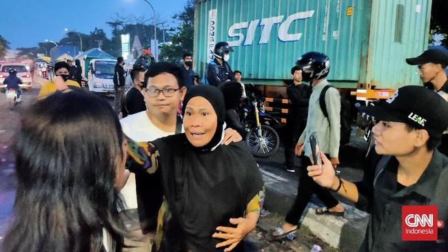 Blokir Jalan, Demo Mahasiswa di Makassar Dibubarkan Emak-emak