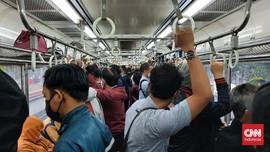 Jakarta PPKM Level 2, Transportasi Umum Kini Padat Penumpang