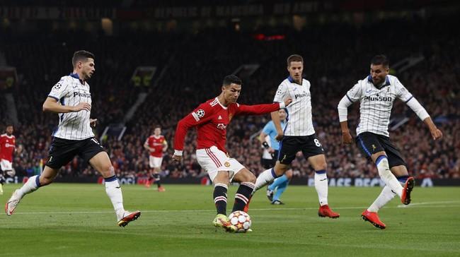 Neville: Ronaldo Kalah Ganas Dibanding Pemain Muda Arsenal