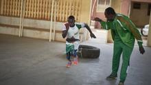 FOTO: Ketika Mantan Juara Tinju Menginspirasi Anak Jalanan