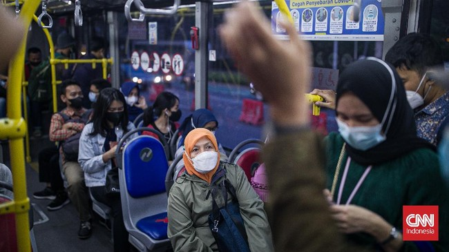 FOTO: Saat Kapasitas Angkut Transjakarta Kembali Penuh