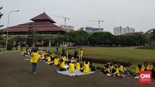 Ratusan Mahasiswa dan Guru Besar UI Gelar Aksi Tolak Statuta