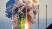 FOTO: Roket Perdana Korsel yang Gagal Antar Satelit Mengorbit
