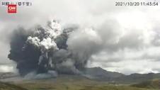 VIDEO: Momen Gunung Berapi Aktif Terbesar di Jepang Meletus