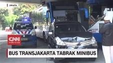 VIDEO: Bus Transjakarta Tabrak Minibus