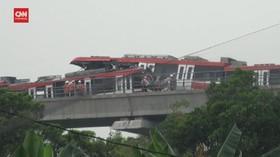 VIDEO: LRT Jabodebek Tabrakan, Gerbong Rusak Parah