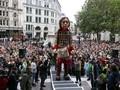 FOTO: Boneka Raksasa Little Amal Tiba di Inggris