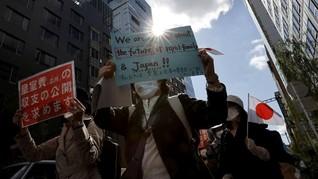 FOTO: Demo Warga Tokyo Tolak Pernikahan Putri Mako Nodai Kekaisaran