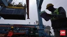 FOTO: Surplus Neraca Perdagangan di Pelabuhan Bongkar Muat