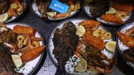 FOTO: Mencicipi Kuliner Makanan Laut di Gaza