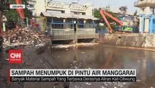VIDEO: Sampah Kiriman Menumpuk di Pintu Air Manggarai
