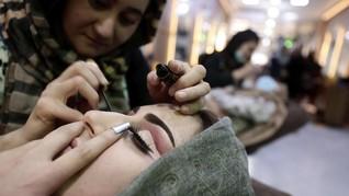 FOTO: Kala Salon Kecantikan Jadi 'Surga' Wanita di Kabul