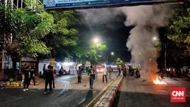 Demo Jokowi, Mahasiswa Makassar Blokir Jalan Hingga Malam