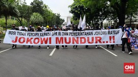 Massa Aksi Bergerak ke Istana, Spanduk 'Jokowi Mundur' Terbentang