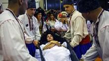 FOTO: Peti Mati, Gaun Berkabung, dan Tren Pemakaman Mewah Rusia